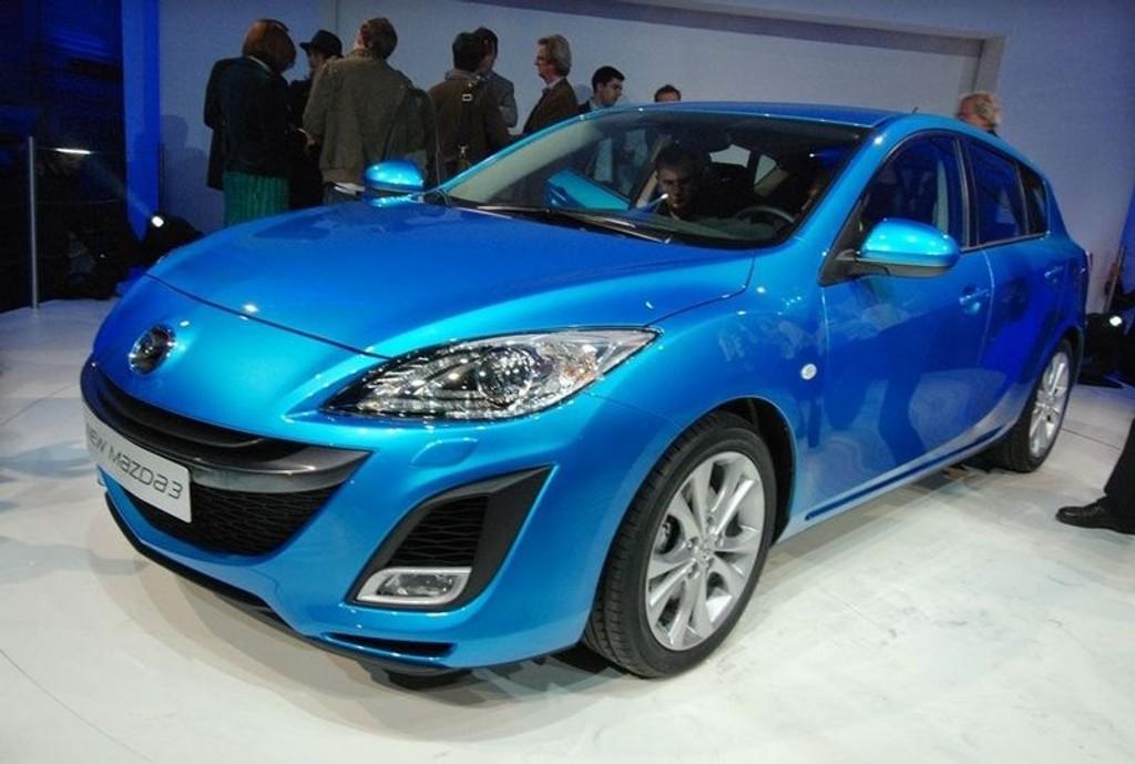 Helt ny sier Mazda, men egentlig snakker vi om en oppgradering og klar forbedring av kompakte Mazda3.