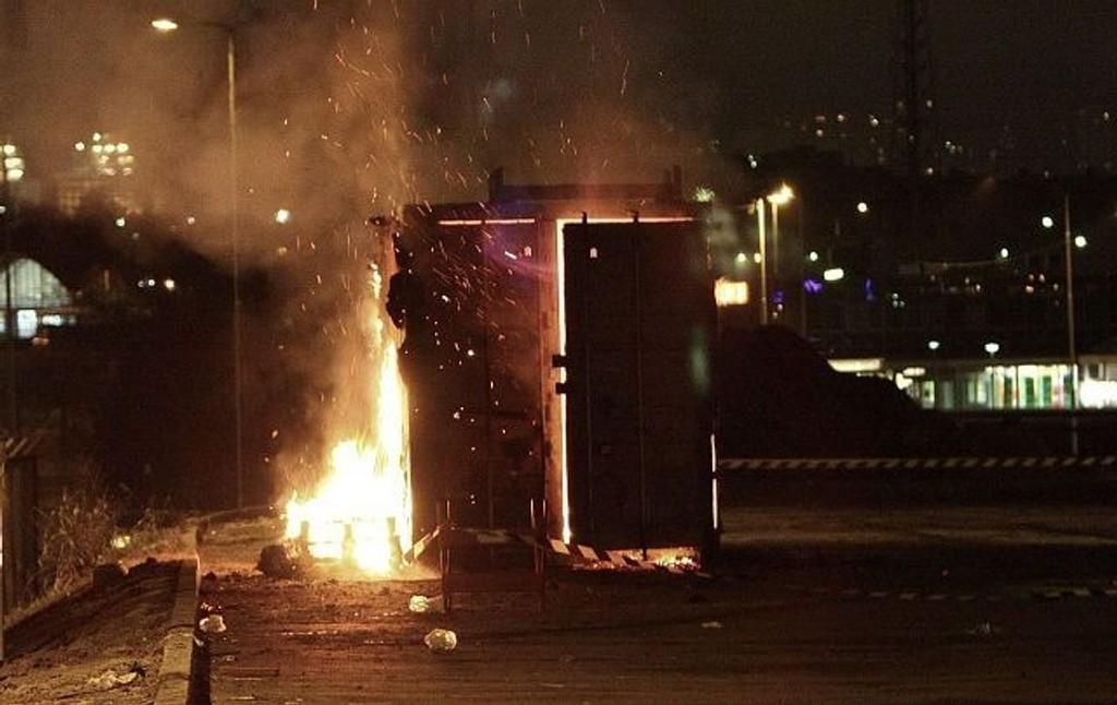 En container full av fyrverkeri tok fyr. FOTO: Svein Gustav Wilhelmsen