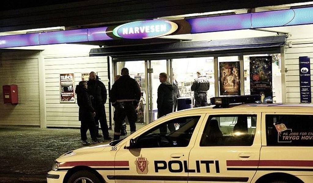 Narvesenkiosken ved Bøler t-banestasjon ble ranet både mandag og fredag kveld. Gjerningsmennene unnslapp politiet begge ganger. FOTO: SVEIN GUSTAV WILHELMSEN