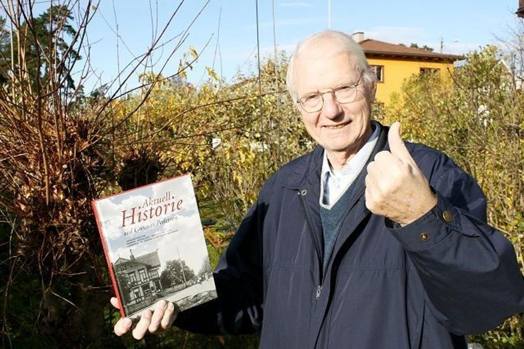 Da boken Aktuell Historie ble lansert på Sjømannsskolen 5. november, gikk en mangeårig drøm i oppfyllelse for bekkelagsmannen Gunnar Pedersen.  FOTO: TONE GRANHOLT HENRIKSEN