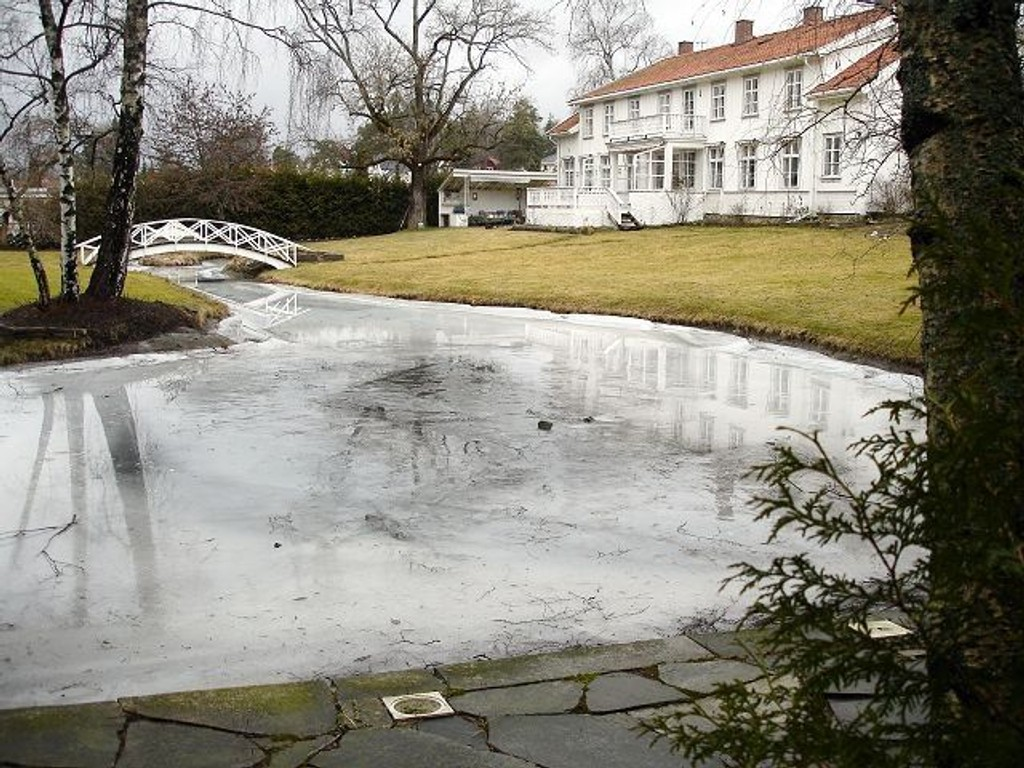 Parken og hovedbygningen på Munkerud slik den fortoner seg i dag. Foto: Gunnar Pedersen