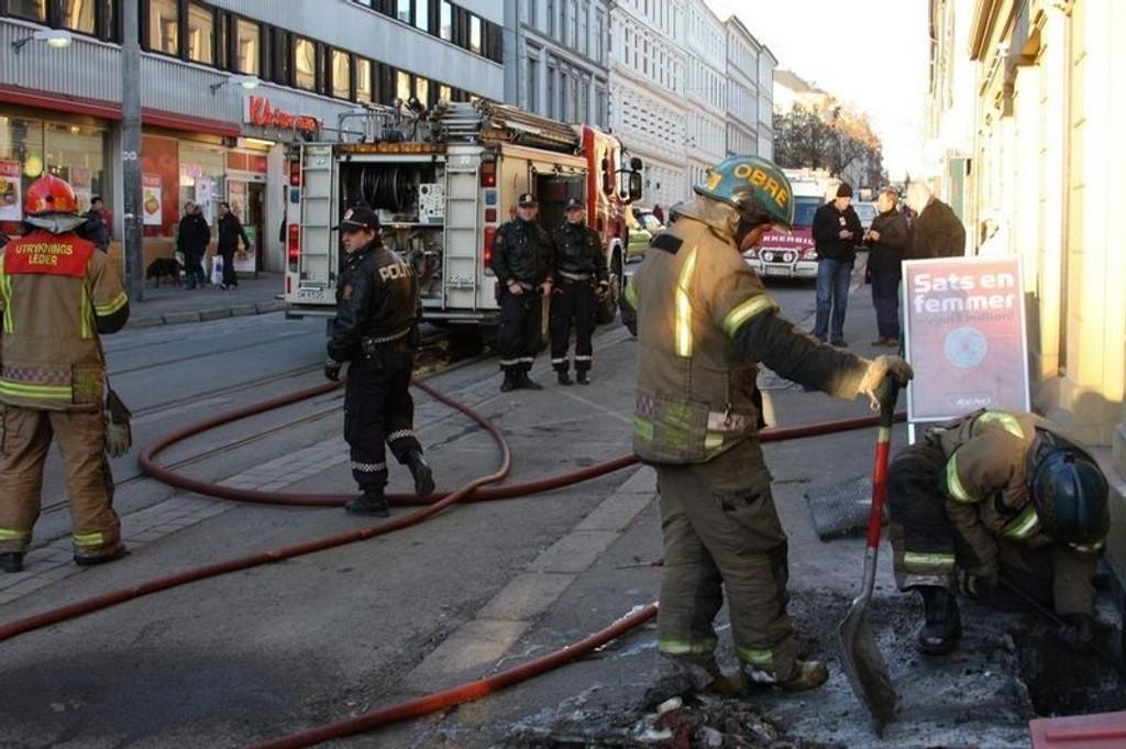 Både politi og brannvesen stilte mannssterke opp i Thereses gate i formiddag.