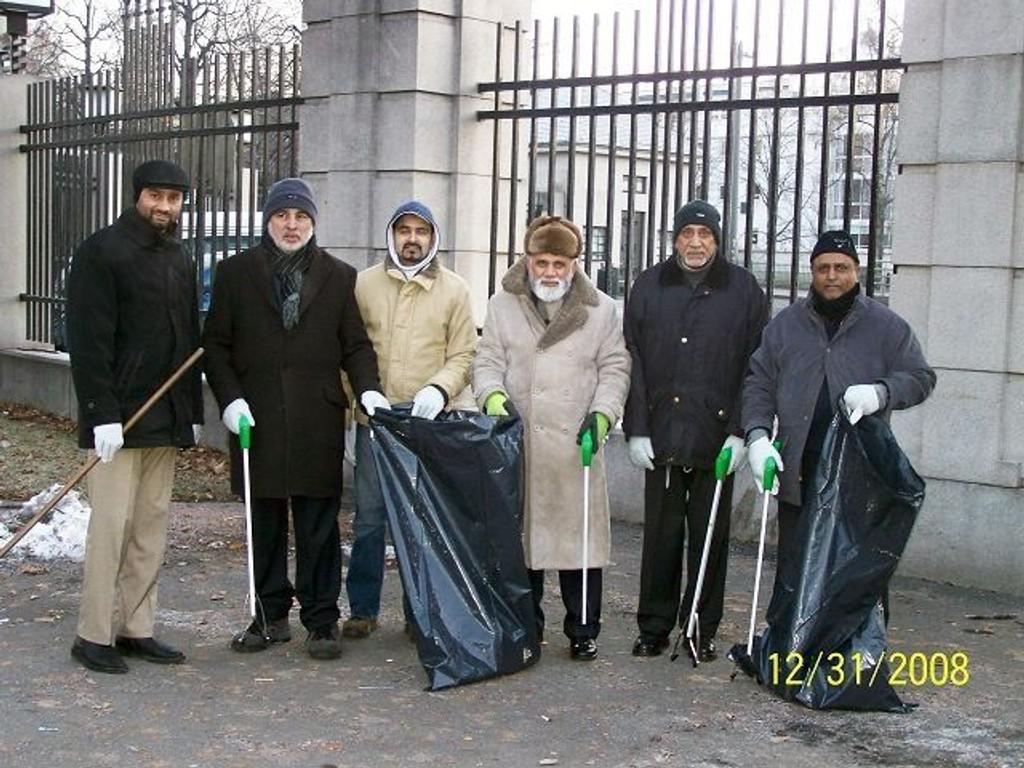 Shahid Mahmood Kahloon (f.v), Zartasht Munir A. Khan, Zahoor A. Munir, Maqsood A. Virk, Iftikhar Hussein Azhar og Roy Abdul Qadeer .  FOTO: PRIVAT/Ayad Zartasht Khan
