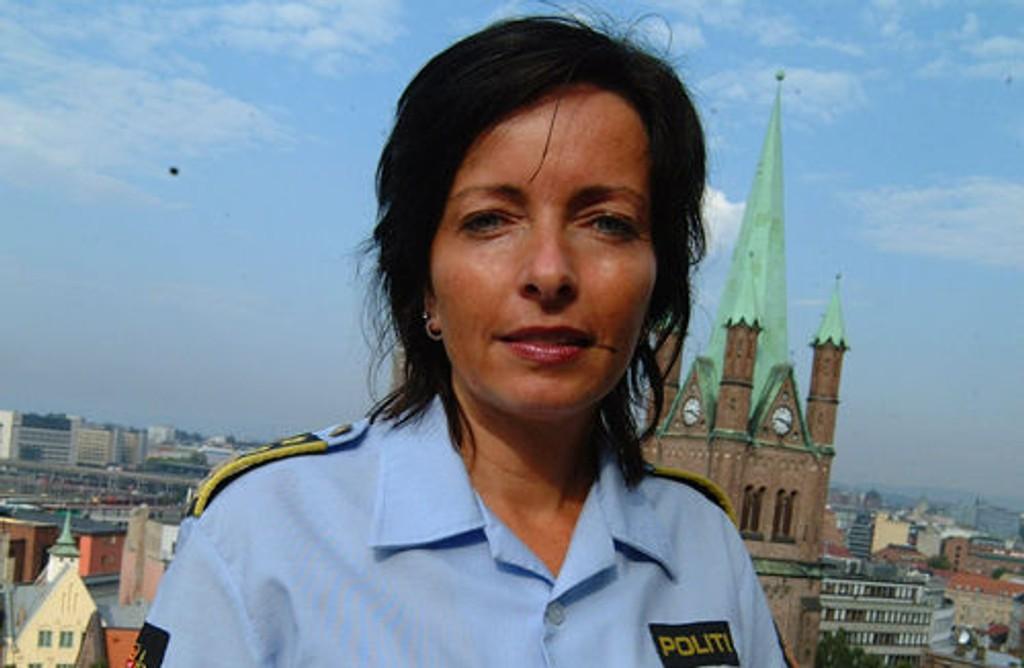 Politiinspektør Hanne Kristin Rohde ber folk som befant seg i nærområdet av Hofftunet torsdag 18. desember om å melde fra hvis de har observert noe som kan ha betydning for saken. Foto: Politiet