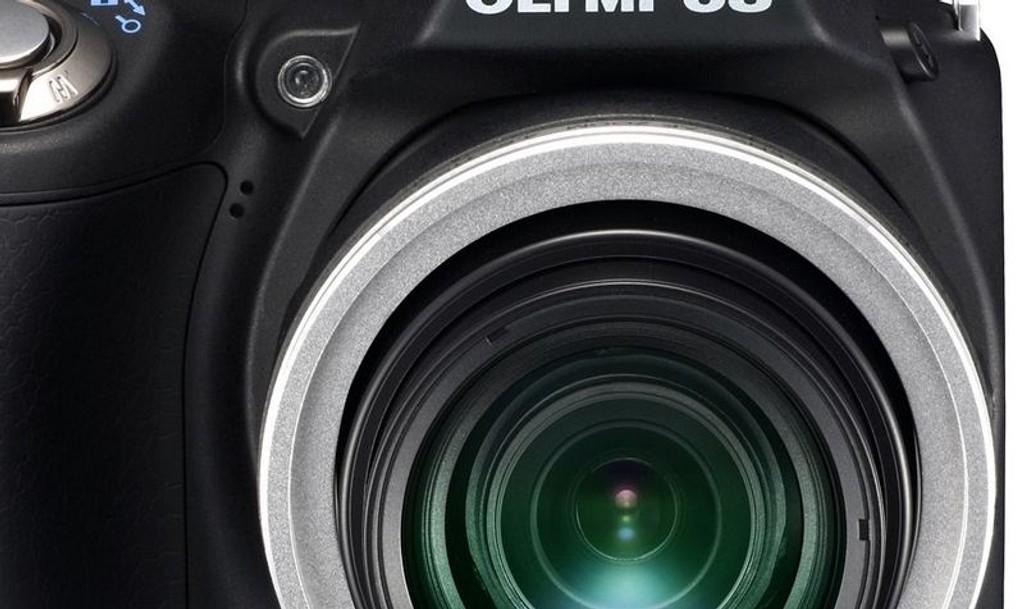 HEFTIG: Olympus SP-590UZ kommer med 26x optisk vidvinkel zoom som til en tele tilsvarer hele 676mm brennvidde!
