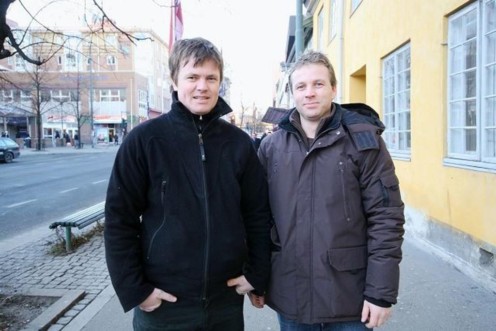 Espen Freng og broren Sindre, vet begge godt hvordan det er å ha kreften tett innpå livet. Nå glede de seg til konsert i morgen. FOTO: NILS SKUMSVOLL