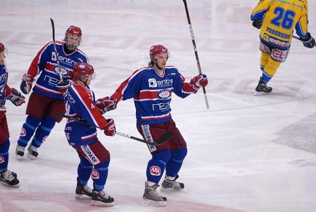 Knut Henrik Spets og lagkameratene jublet for 2-0-scoringen mot Storhamar.