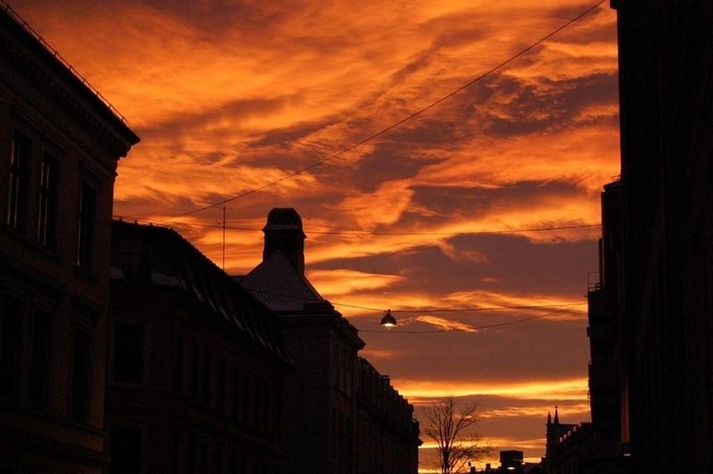 Solnedgangen sett fra Sporveisgata.