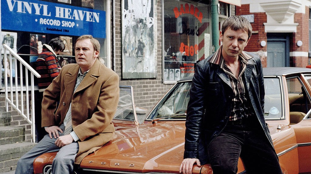 John Simm og Philip Glenister spiller hovedrollene i BBCs suksessserie.