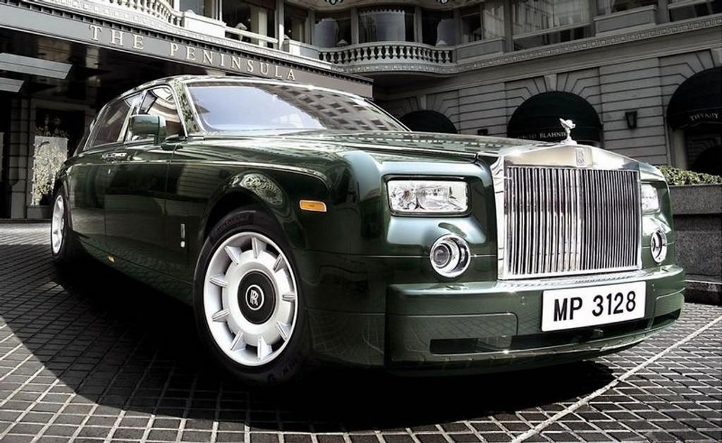 CASH IS KING: Har du mye penger, kan du nå få en Rolls Royce på dagen i Monaco.