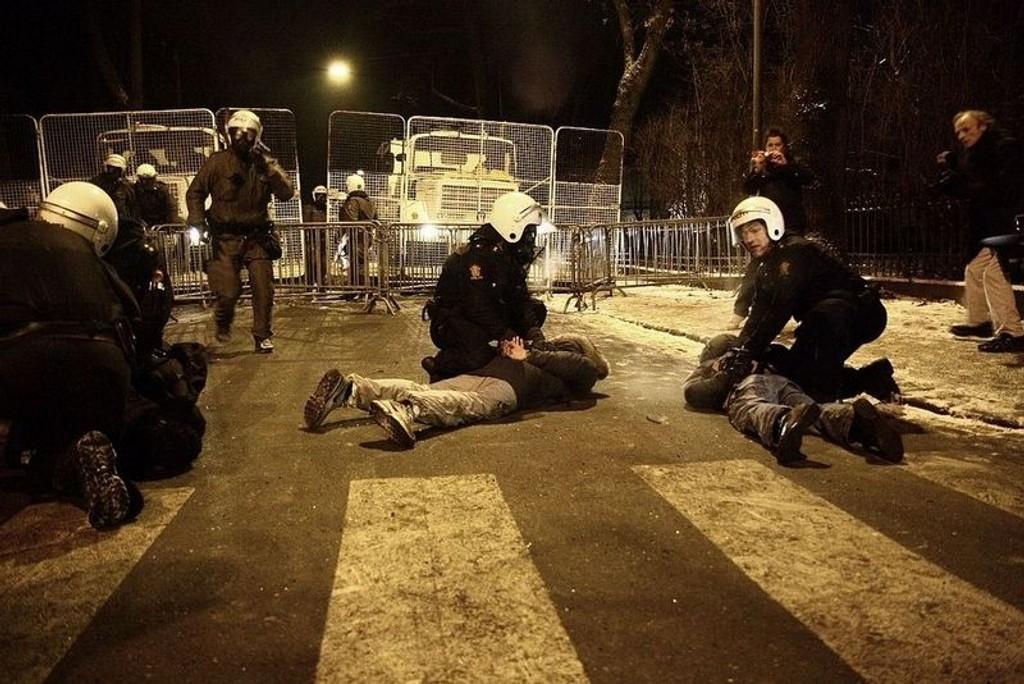 Politiet hadde en vanskelig jobb under demonstrasjonen.