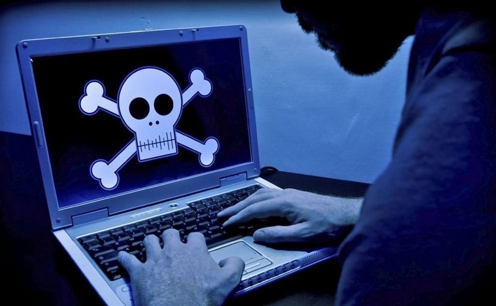 Et par uker etter at Platekompaniet går digitalt, starter rettssaken mot de fire personene som startet The Pirate Bay i Sverige.