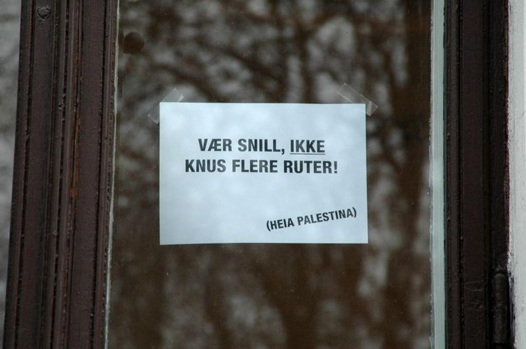 Et reklamebyrå som ligger som Israels ambassades nærmeste nabo, er ment å forhindre flere tilfeller av ruteknusing.
