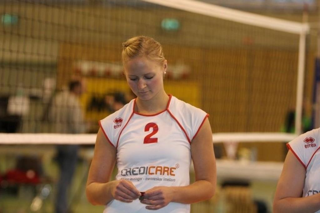 Ragnhild Aas depper over sølvet i lørdagens cupfinale mot Koll i Bjørnholthallen. Koll tok sitt tiende cupgull.