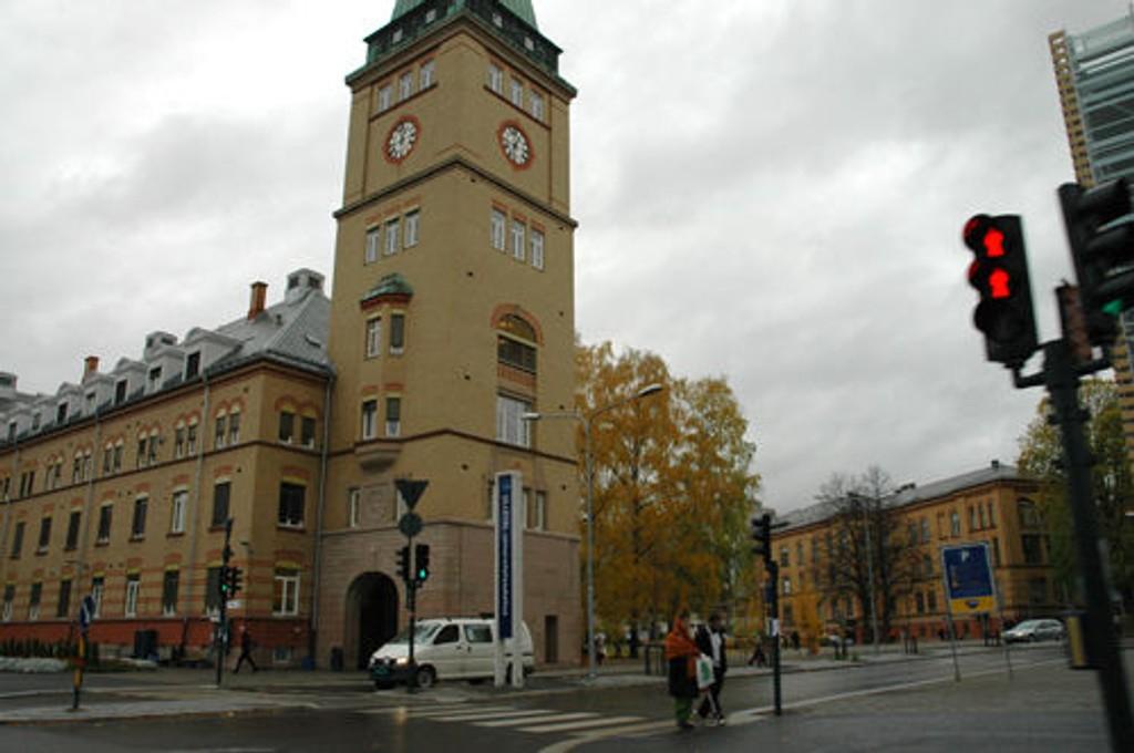 Britt Hov ved Ullevål sykehus får hjelp av Oscar-vinnere i sin nye astma-film.