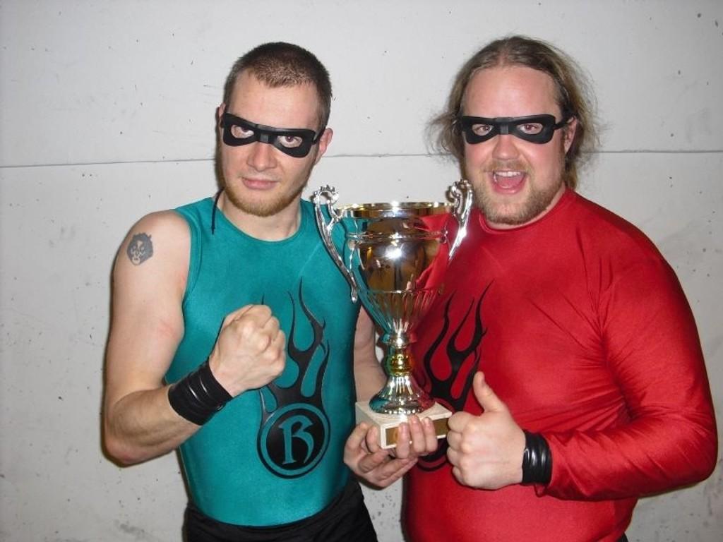 Superheltene fra Hamar, Kaptein Knoke (30) og Mystiske Roy (29), ble kåret til norgesmestere i tagteam-wrestling 2009