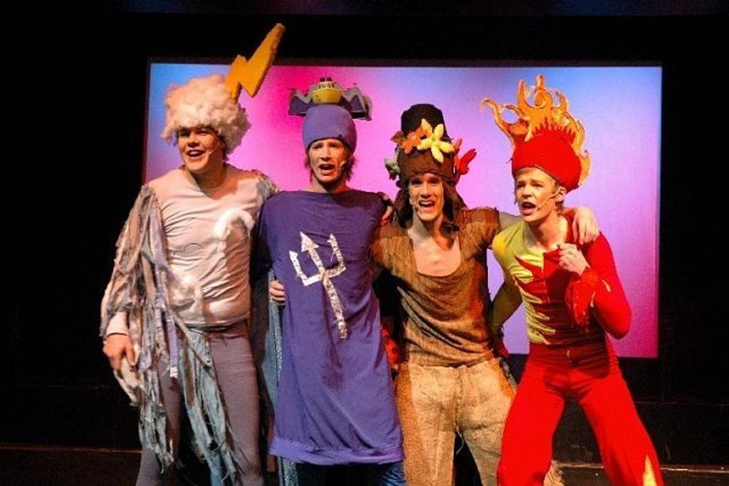 Her fra fjorårets fantastiske Lambertseterrevy. Fra venstre: Ulf Seim Kavlie, Bengt Johannesen, Viktor Dalen og Erik Holom. Arkivfoto: Øystein Dahl Johansen