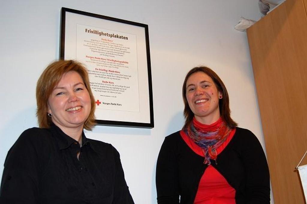 Mona Henriksen og Stine Pernille Kjos ønsker flere besøksvenner.