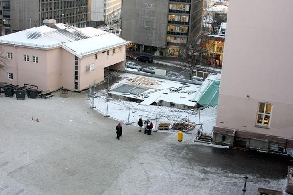Skolegården på Ruseløkka ble enda mindre etter en lekkasje i skolegården i 2007.FOTO: Erik Tangen