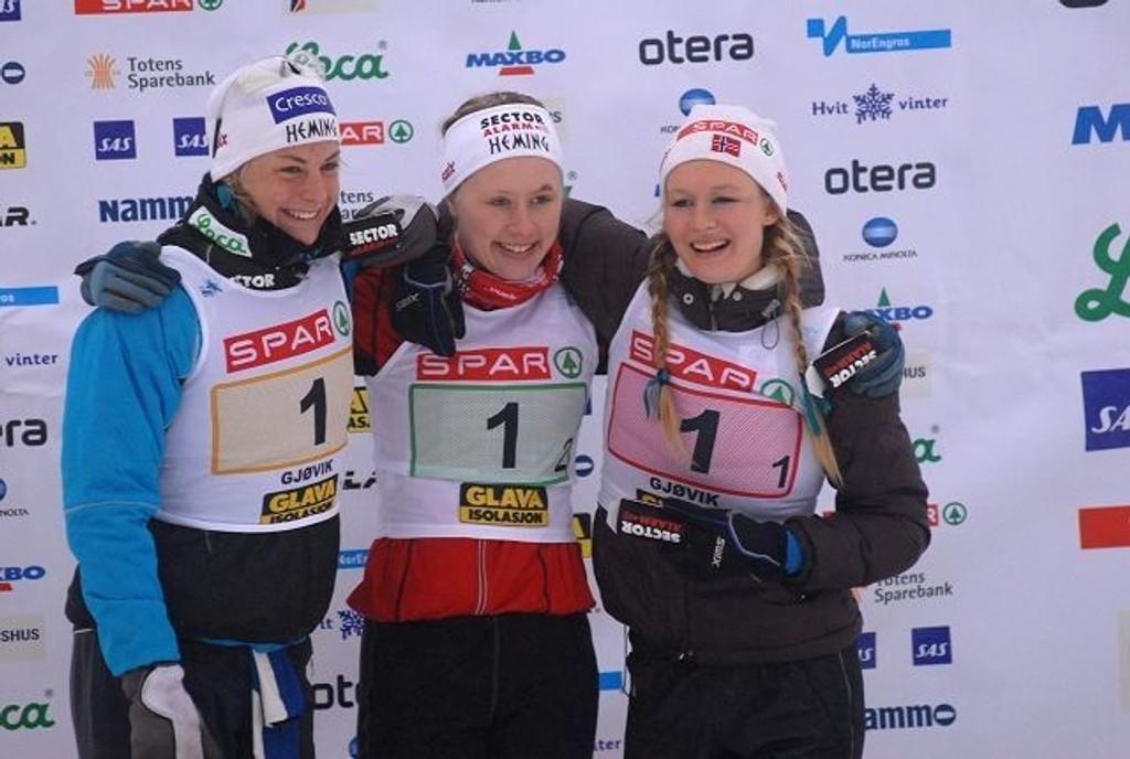 Astrid Uhrenholdt Jacobsen (t.v.), Ragnhild Haga og Tuva Toftdahl gikk Heming til seier på NM-stafetten.