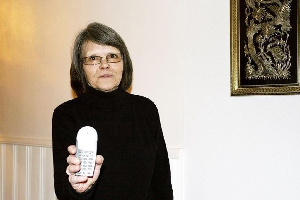 Eivor Nålsund har ikke hatt telefon eller internett på to måneder. Hun er frustrert over at verken Get eller Telenor kan komme til bunns i saken.