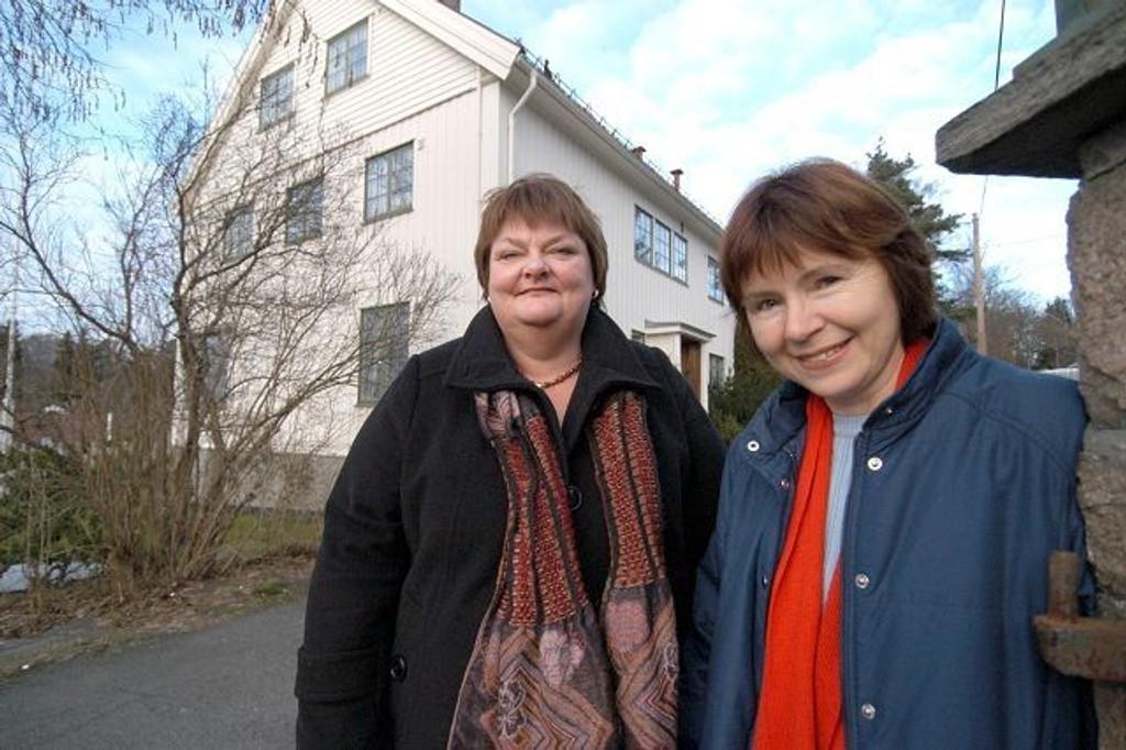 Jorunn Sveinang Hemma og Tanja Buan på utsiden av lokalene i Solskinnsveien. foto: elisabeth c. wang