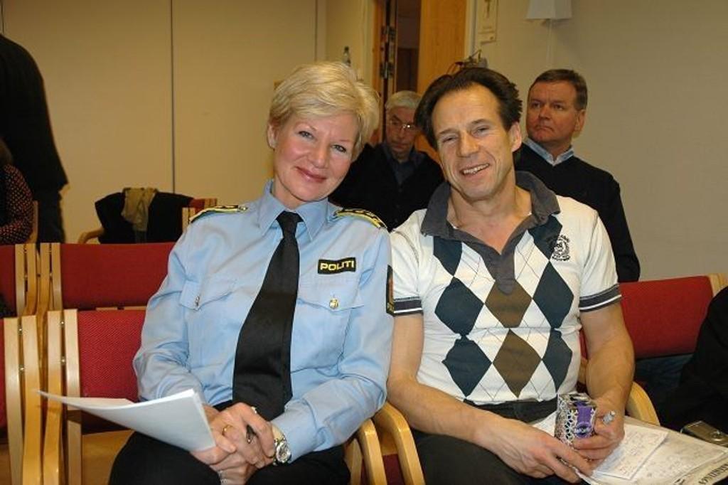 Gro Smedsrud fra Manglerud politistasjon og stortingspolitiker og leder i Oslo Ap, Jan Bøhler, var sentrale på torsdagens møte om vold og kriminalitet i SEM-huset.