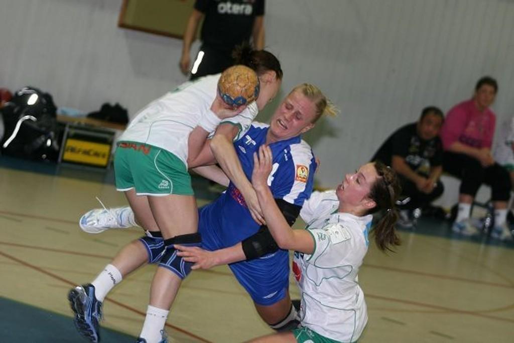 Fire mål: Mari Hegna scoret fire mål da Njård slo Storhamar på bortebane. Her er Hegna i aksjon i hjemmekampen mot Våg.