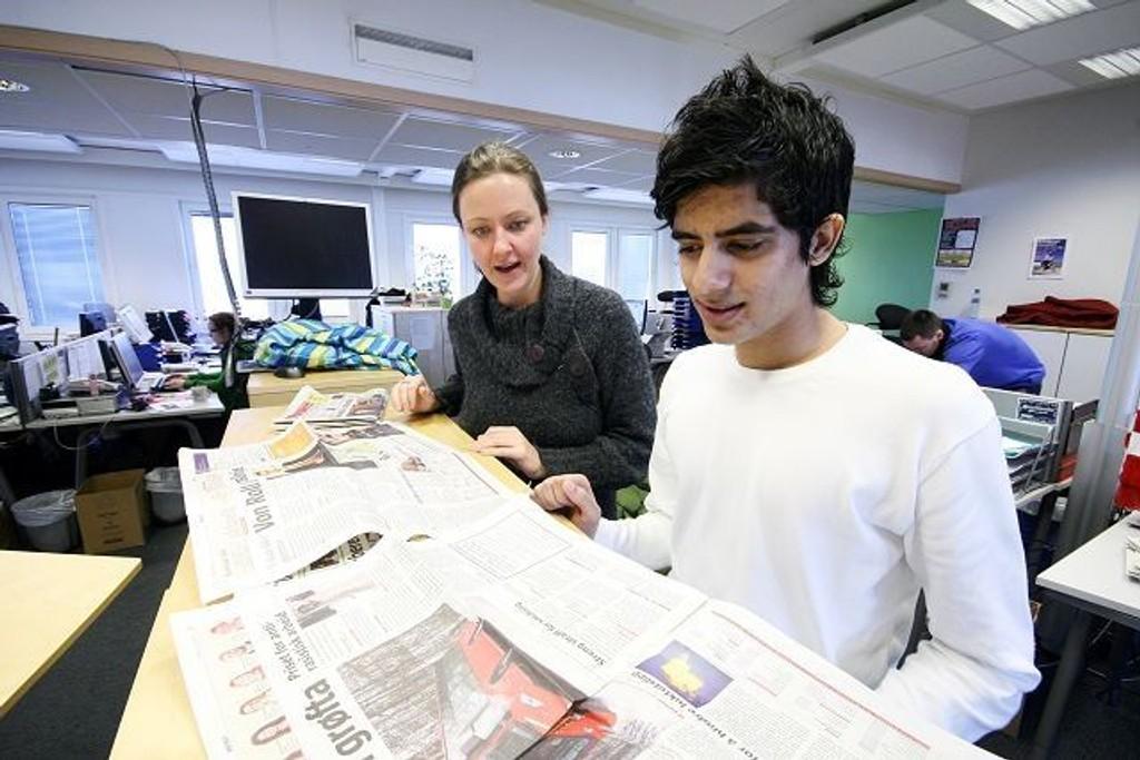 Abdullah Javed diskuter er mange temaer med sin mentor Tone Granholt-Henriksen. Mentor og elev lærer mye av hverandre.