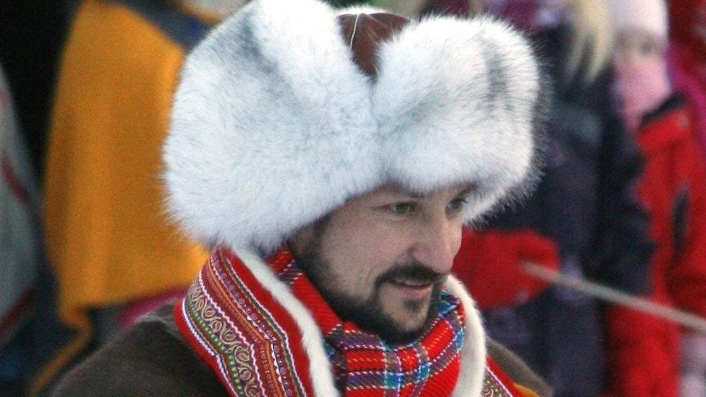 SEXY: Haakons varme pelslue er skikkelig kul, mener kjendisstylist.