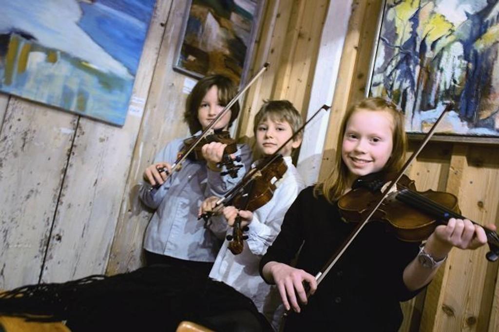 Anders Wilson Hanningan, Amund Fredrik Strømsnes og Eline Andersdatter Rønningen fra Disen Strings.