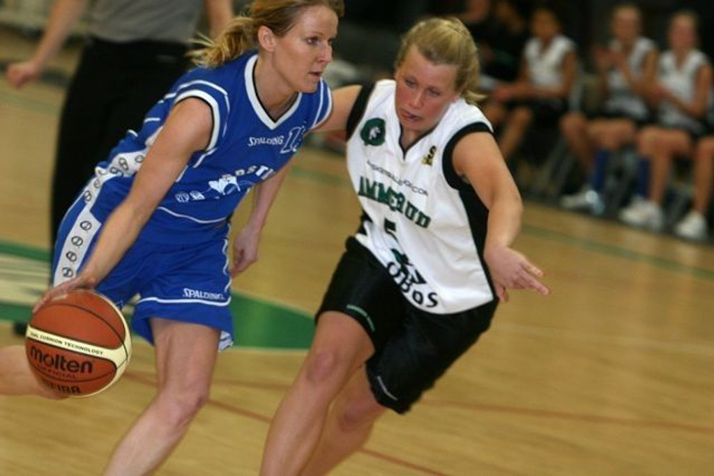 Thora Arnadottir satte to poeng for Nordstrand mot Marita Backe og Ammerud Queens.