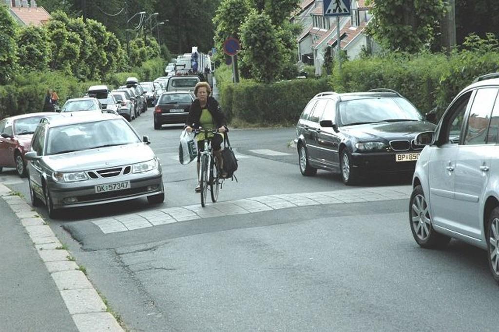 Kampen står om stenging av veien, som beboerne mener er en boligvei, mens andre ser på den som en lokalvei. Foto: Vidar Bakken