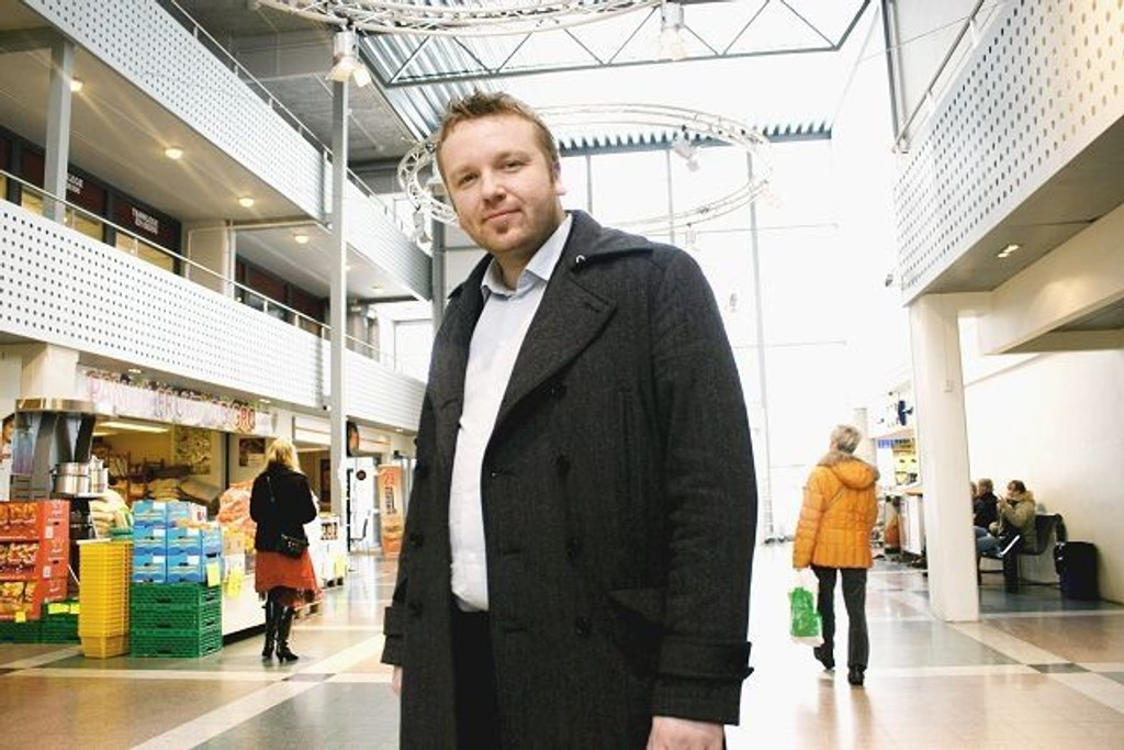 Bydelsutvalgets leder, Anders Røberg-Larsen, mener at Politihøgskolen passer godt på Romsås senter. Vi må tørre å tenke nytt, sier han.