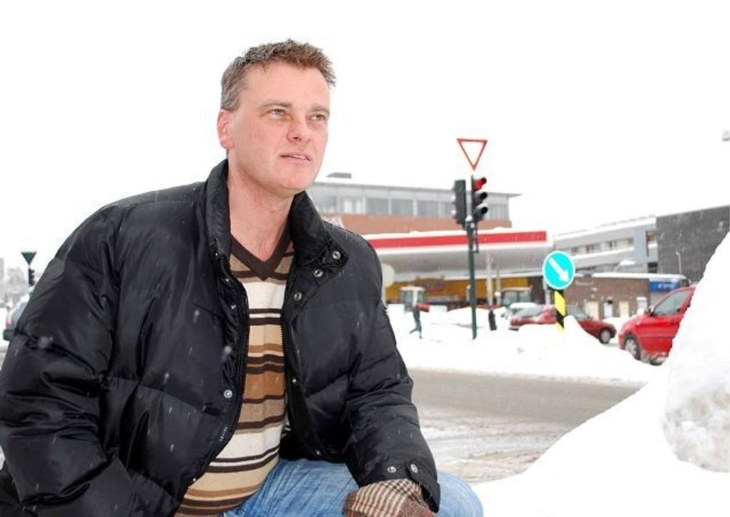 Juristen og forfatteren Erlend Efskind, bosatt på Frogne, gir ut sin første bok.