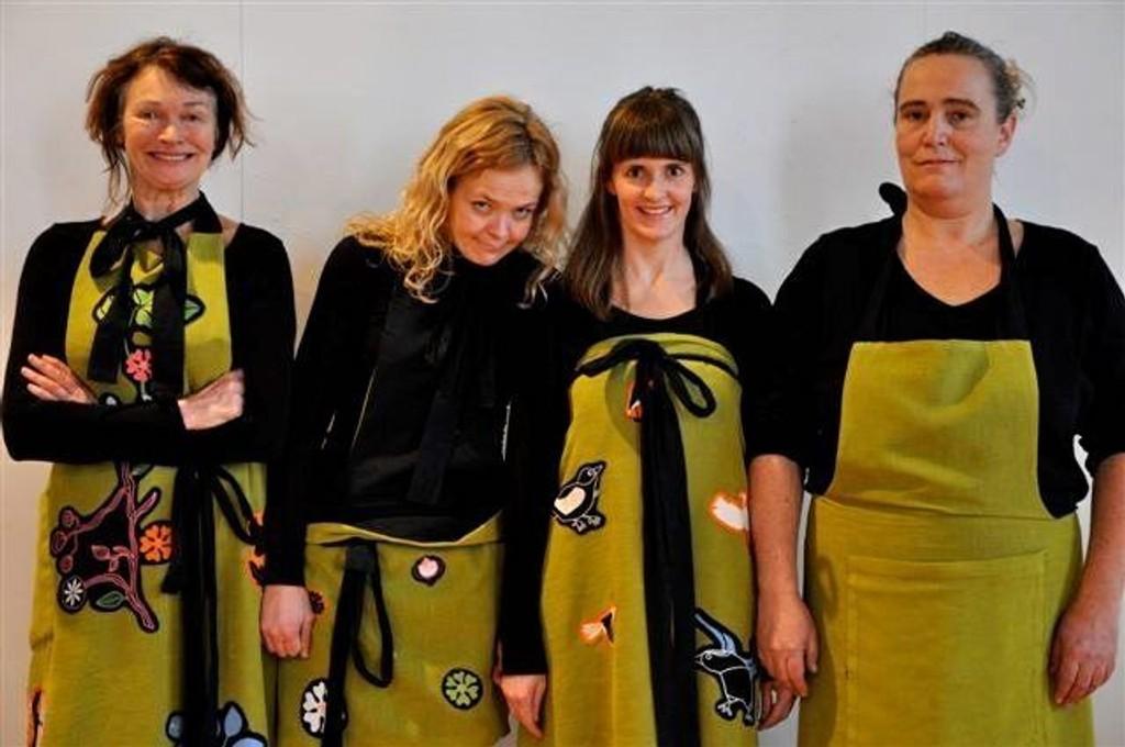 De fire kvinnene bak de 16 antiheltinnene. Première på Litteraturhuset fredag. Foto: Utlånt