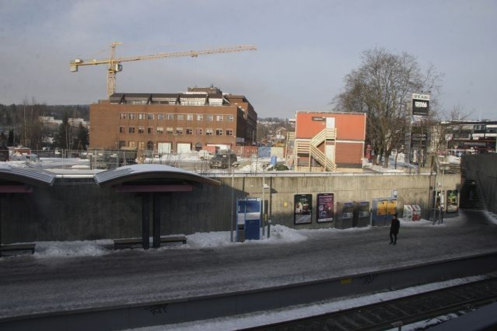 Her skal det bli nesten 60 nye leiligheter og T-banen blir en av naboene. Foto: Kristin Tufte Haga