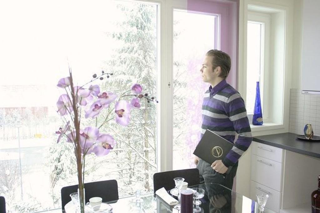 Eiendomsmeglerassistent Robert William Lundemo byr på mange lyse og luftige leiligheter med spennende planløsninger i Arelia.
