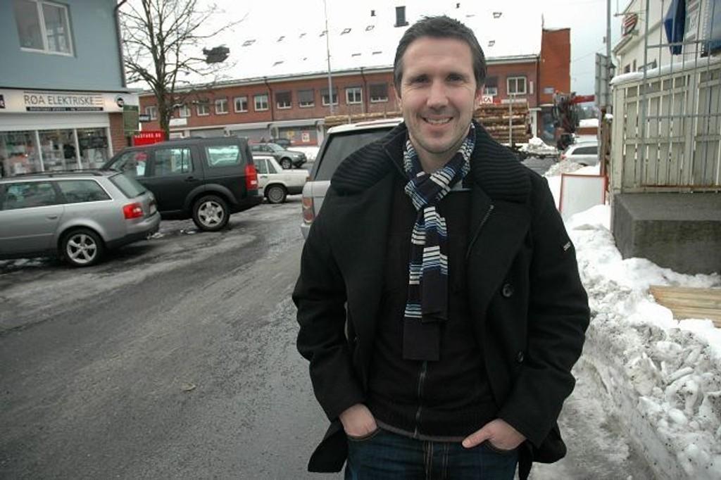 Øyvind Leonhardsen skal løfte talentene frem i Lyn.