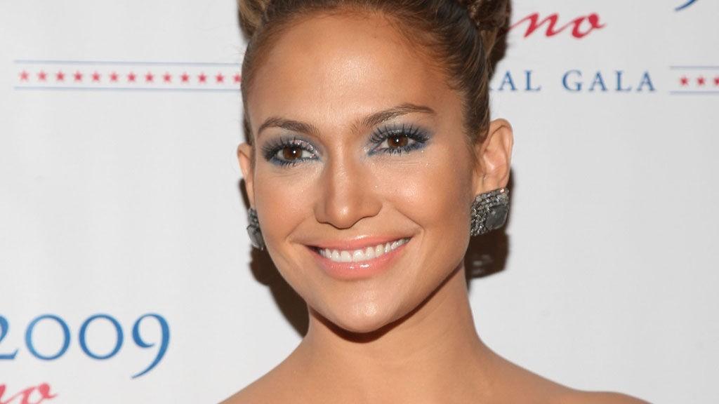FREIDIG STJERNE: Jennifer Lopez nekter angivelig å returnere smykker til en verdi av 50 000 dollar til den sveitiske gullsmeden Robert Mouwad.