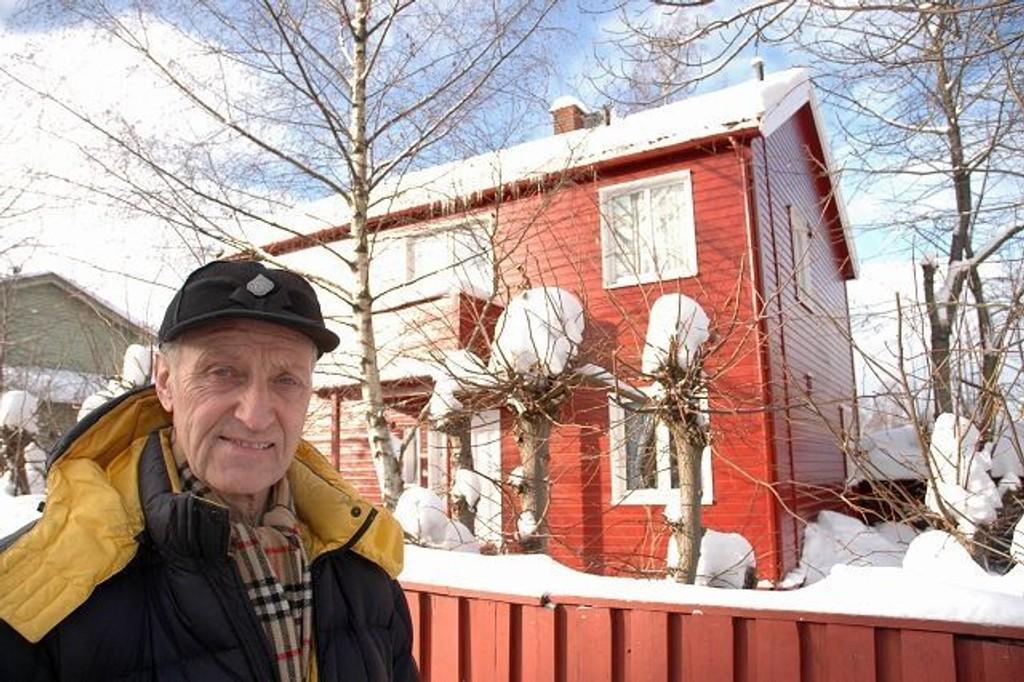 Petter Klyve har ikke noe imot å betale feieavgift. Men så lenge feiingen ikke utføres, betaler jeg ikke en krone, sier han. foto: alexander synstad