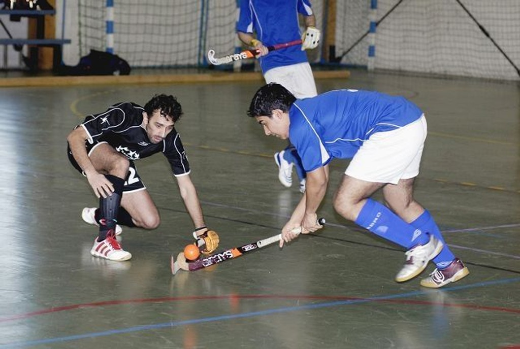 Waqas Rasool (t.h.) og lagkameratene i Furuset ga Sagene hard kamp om finaleplassen i NM i landhockey. Furuset tapte til slutt semifinalen 2-3.