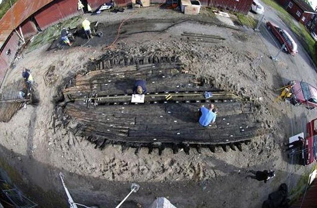 Undersøkelser av det ene skipet fra Batteristranda, datert til 1728. Foto: Norsk Sjøfartsmuseum