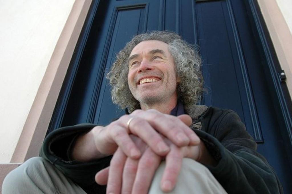 Arne Borring på trappen i Bergstien.