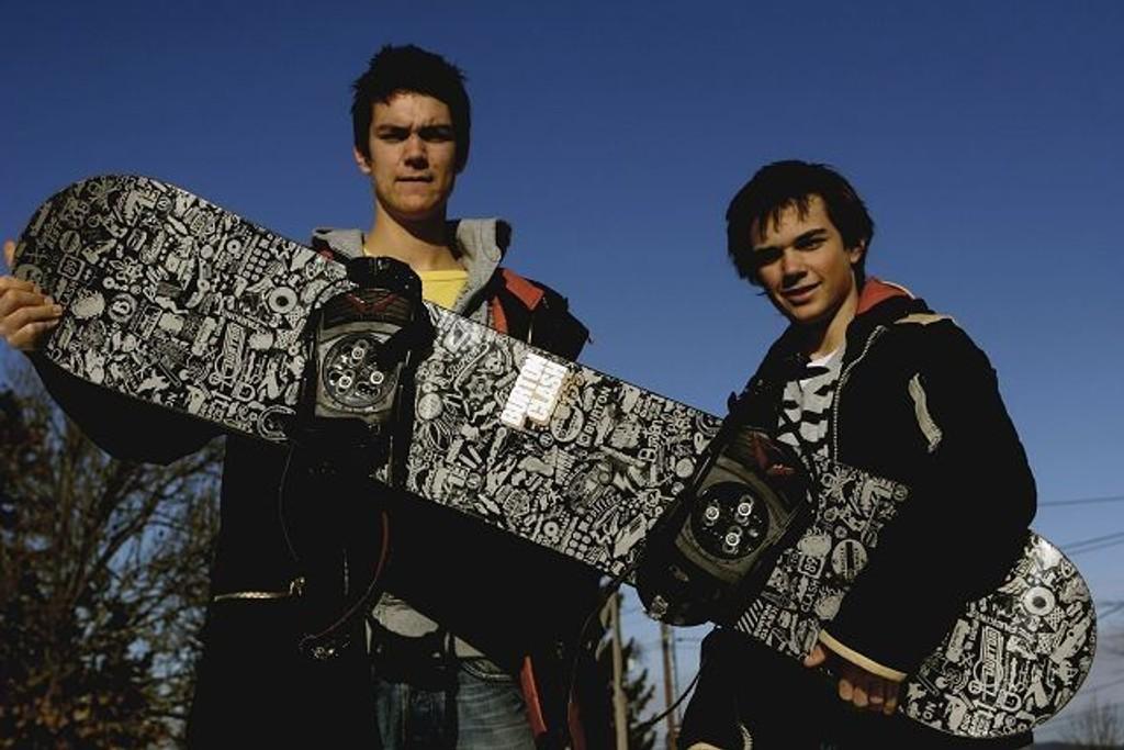Even Lømo Hovda (venstre) og Daniel Harper fra Ekeberg skal holde snowboradkurs for barn i Tryvann førstkommende helg.