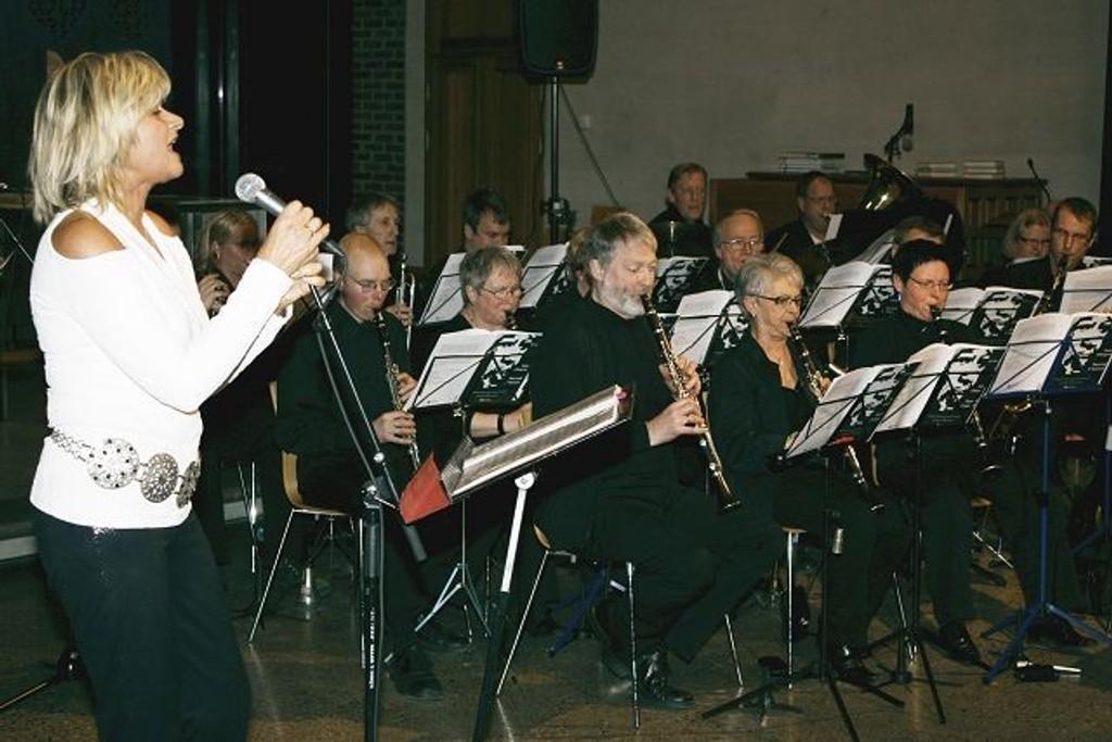 Kari Gjærum har sunget i mange settinger gjennom 30 år. Søndag ble det en flott konsert med Nordstrand Janitsjar.
