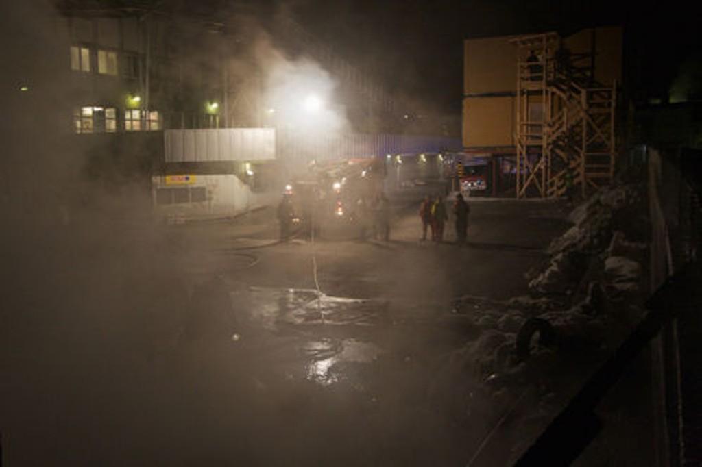 Området rundt Thrane Steen var røklagt etter dekkbrannen.