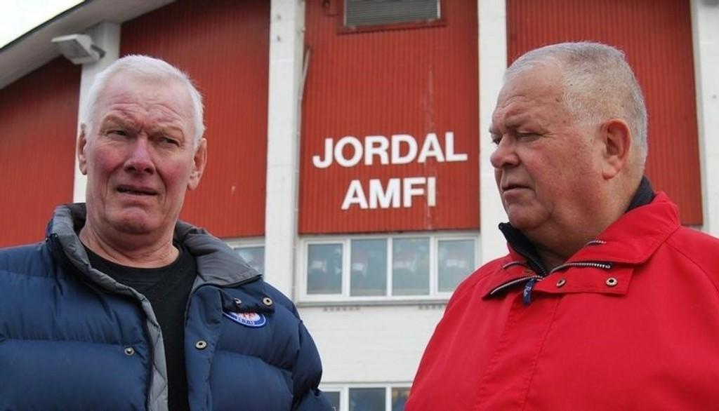 EKTE BOHEMER: - Mye har skjedd med norsk hockey siden vi holdt på, medgir Terje «Henger'n» Hellerud (69) og Einar Bruno Larsen (69)