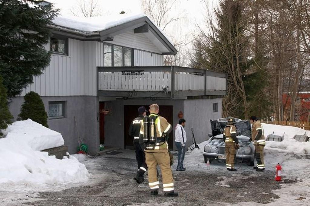 Eieren av bilen handlet raskt og fikk slukket brannen ved hjelp av et pulverapparat.