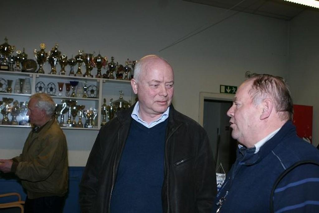 Ny sjef: Christian Raak (venstre) ble valgt som ny formann i NIF. Her i samtaler med dirigent Rolf Nyhus.